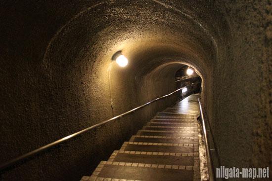 宗太夫坑コースの階段