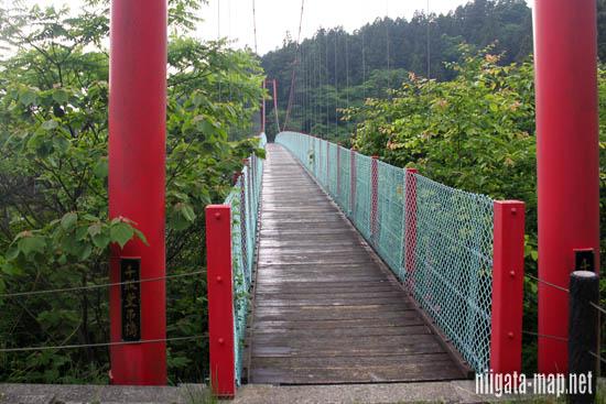 千眼堂吊り橋の端
