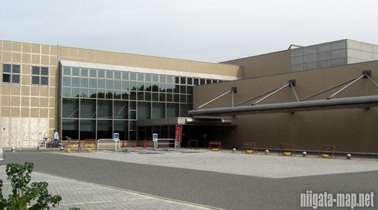 新潟県立図書館