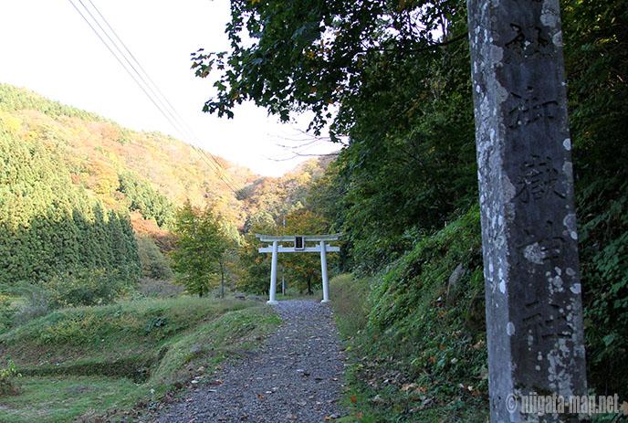 玉簾の滝への道