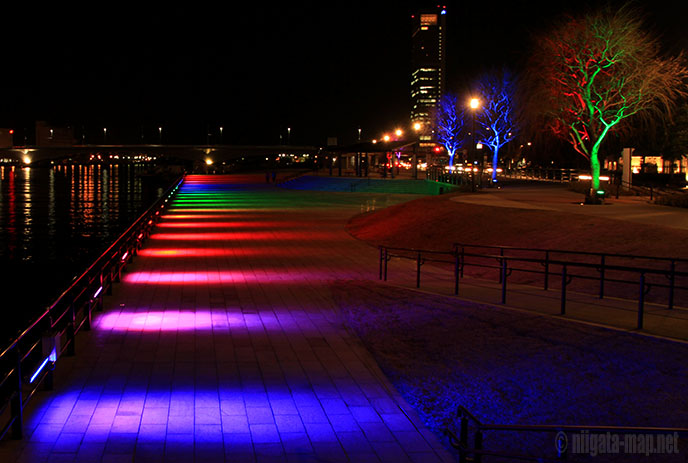 虹色ライトアップ