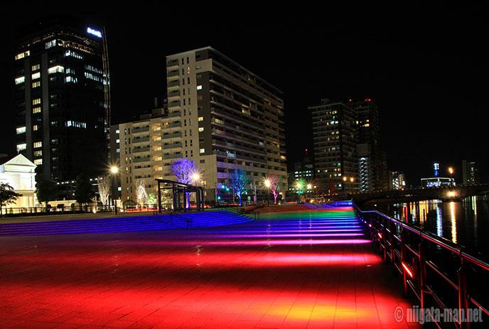 万代テラス虹色ライトアップ