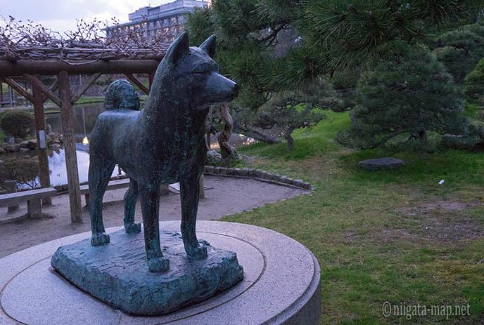忠犬タマ公像