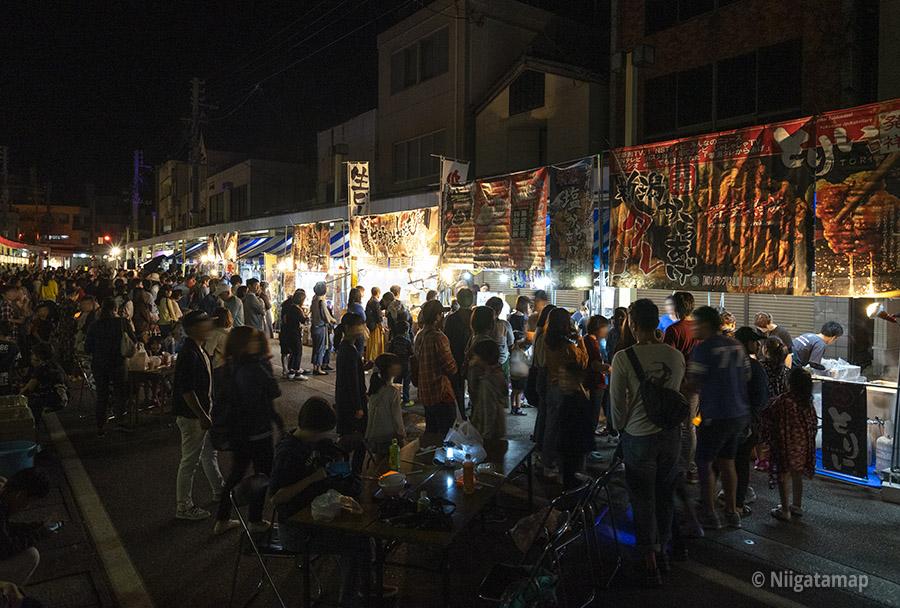 露店(Akariba宵の市)