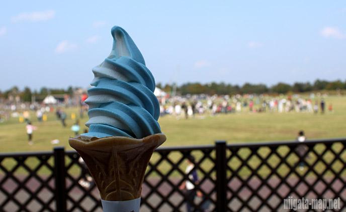 青バラソフトクリーム