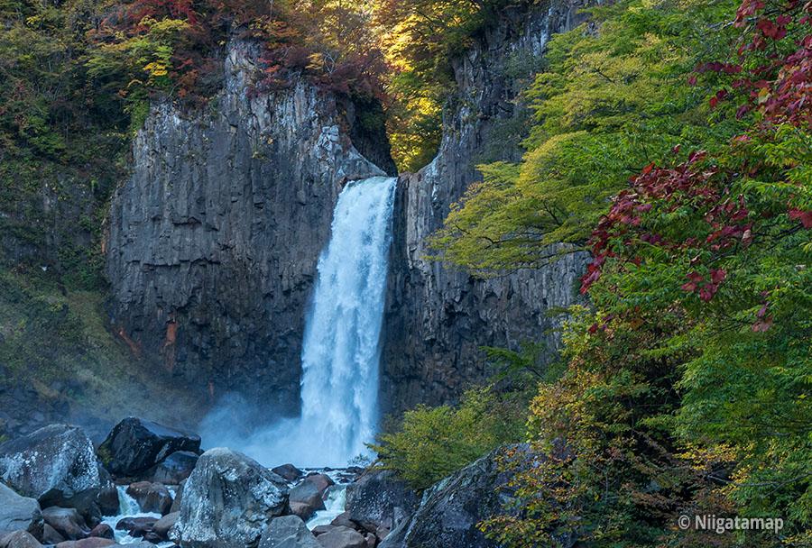 苗名滝の滝壺