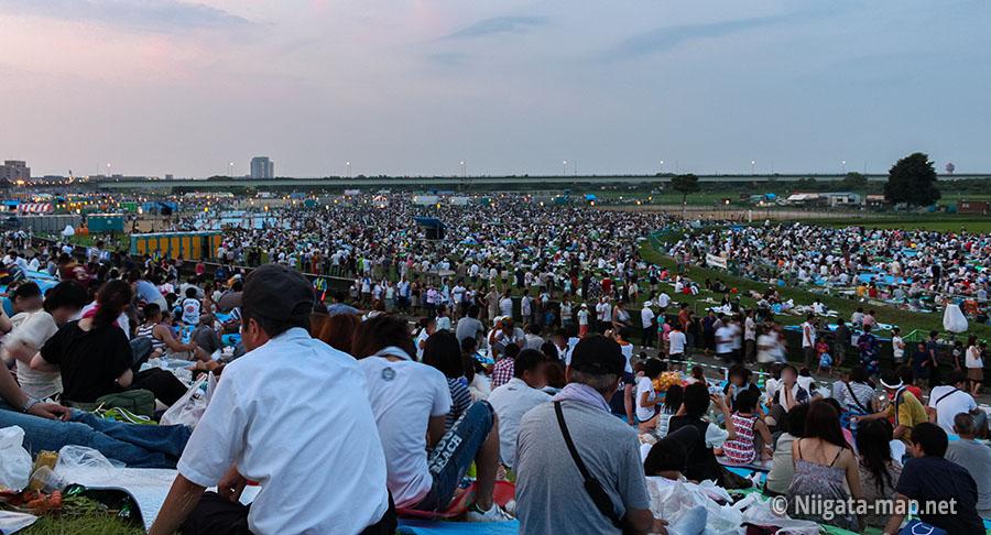 長岡花火の観客