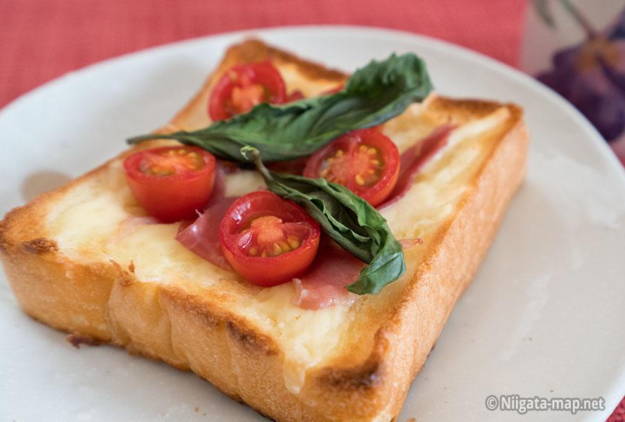 乃が美の食パンでピザトースト