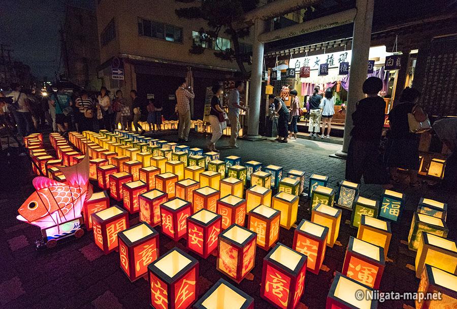 灯篭(灯籠)と白龍権現神社