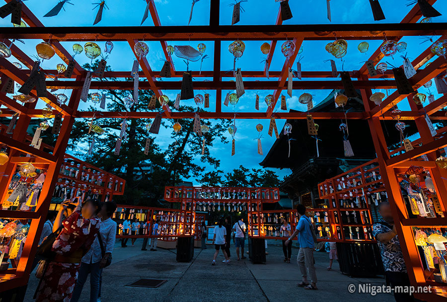 白山神社風鈴まつりライトアップ