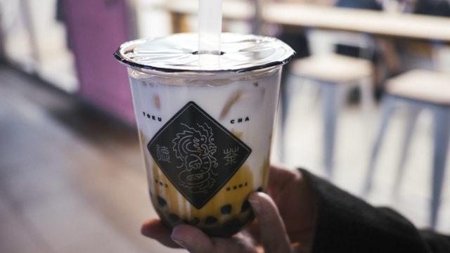 新潟駅南に2020年オープンした黒糖タピオカ専門店徳茶のタピオカドリンク