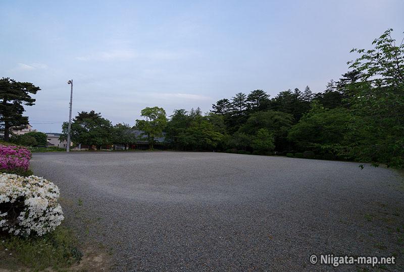 ヤホール隣の駐車場
